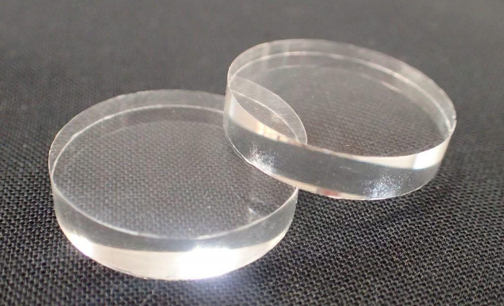Compression molded planar plastic lenses